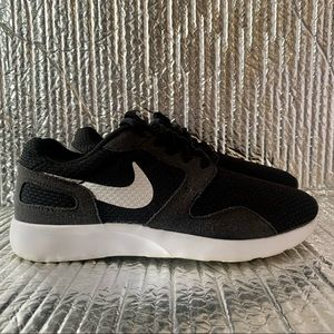 Nike Womens Kaishi 654845-001 Black Running Shoes Lace Up Low Top Size 6